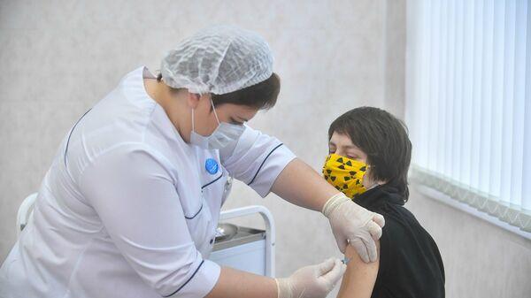 Вакцинация горожан от COVID-19 в Москве