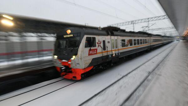 Электропоезд у платформы