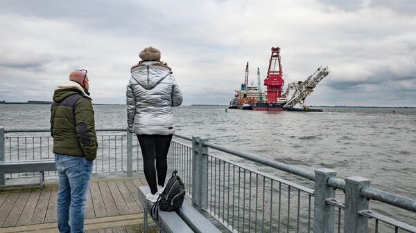 Судно-трубоукладчик Фортуна в порту немецкого города Висмар