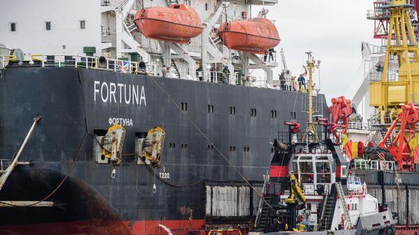 Судно-трубоукладчик Фортуна в порту Висмар