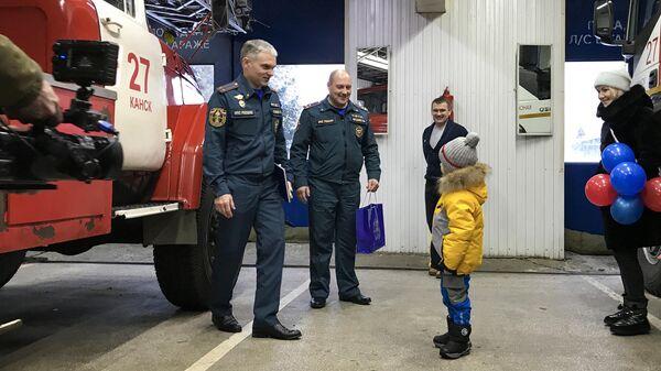 Пожарные исполнили мечту 5-летнего жителя Канска Прохора