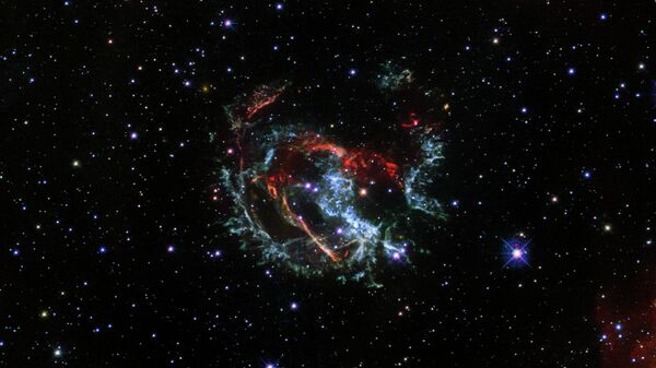 Снимок остаточных струй сверхновой 1E 0102.2-7219, сделанный космическим телескопом Хаббл