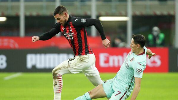 Защитник Милана Тео Эрнандес в матче чемпионата Италии по футболу