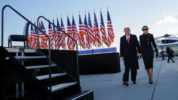 Президент США Дональд Трамп и его жена Мелания, которые живут в Эндрюсе, штат Мэриленд.