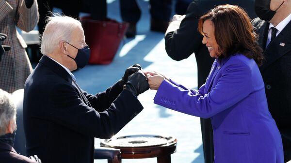 Избранный президент США Джо Байден и Камала Харрис во время инаугурации в Вашингтоне