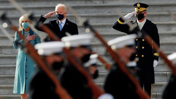 Президент США Джо Байден и первая леди Джилл Байден перед парадом в День инаугурации в Вашингтоне, США