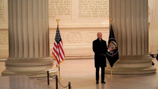 Президент США Джо Байден в Мемориале Линкольна после инаугурации в Вашингтоне, США
