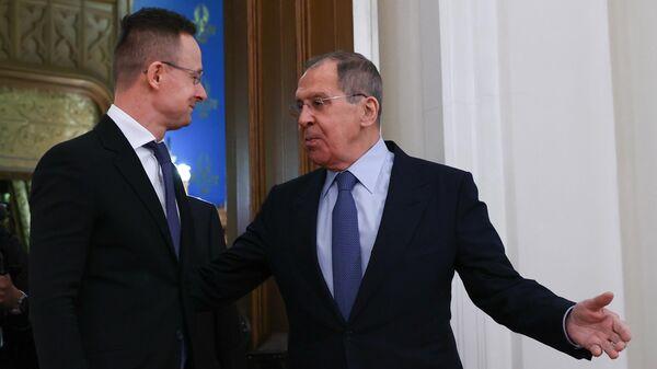 Министр иностранных дел РФ Сергей Лавров и министр иностранных дел Венгрии Петер Сийярто