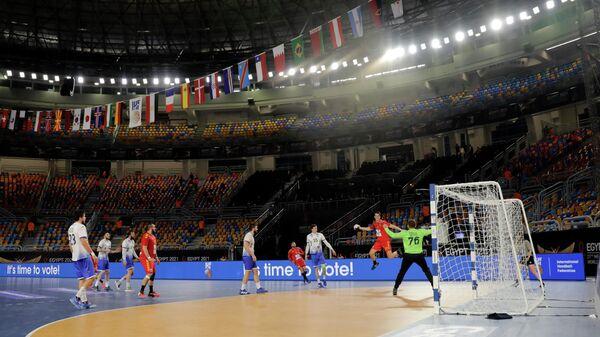Игровой момент матча ЧМ по гандболу Россия - Северная Македония