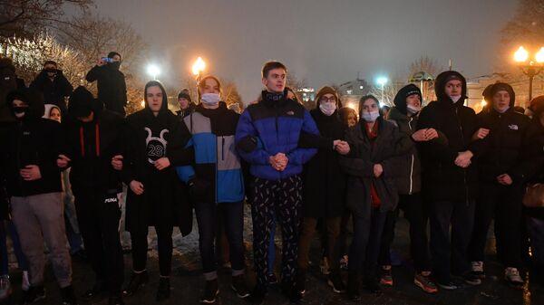 Участники несанкционированной акции сторонников Алексея Навального