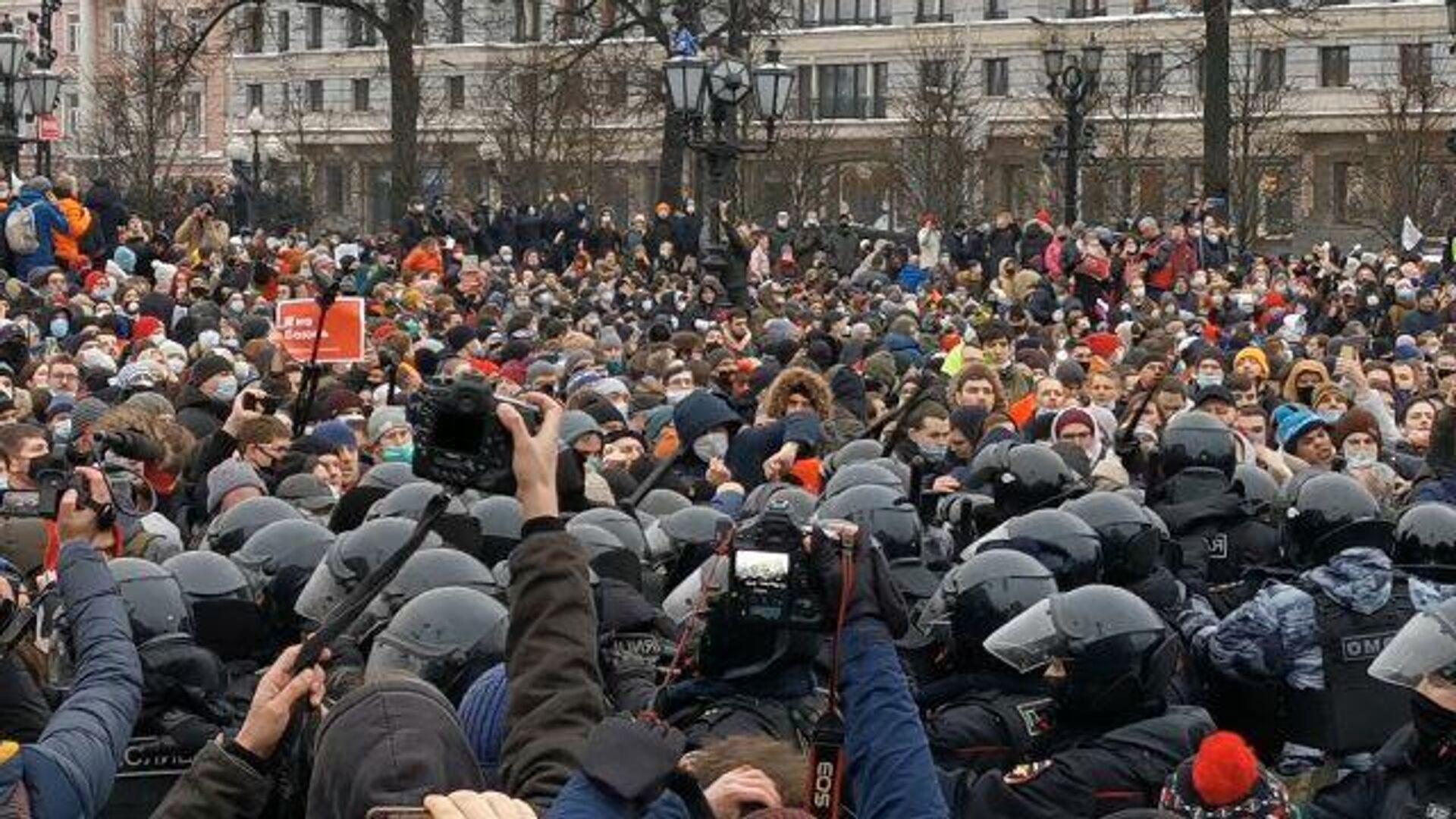 Беспорядки и задержания: по стране прокатились незаконные акции протеста  - РИА Новости, 1920, 24.01.2021