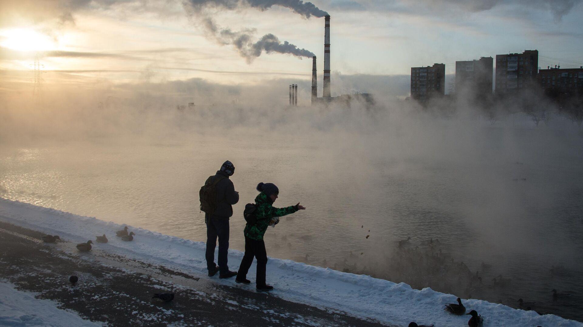 Прохожие на Кожуховском пруду в Москве - РИА Новости, 1920, 21.02.2021