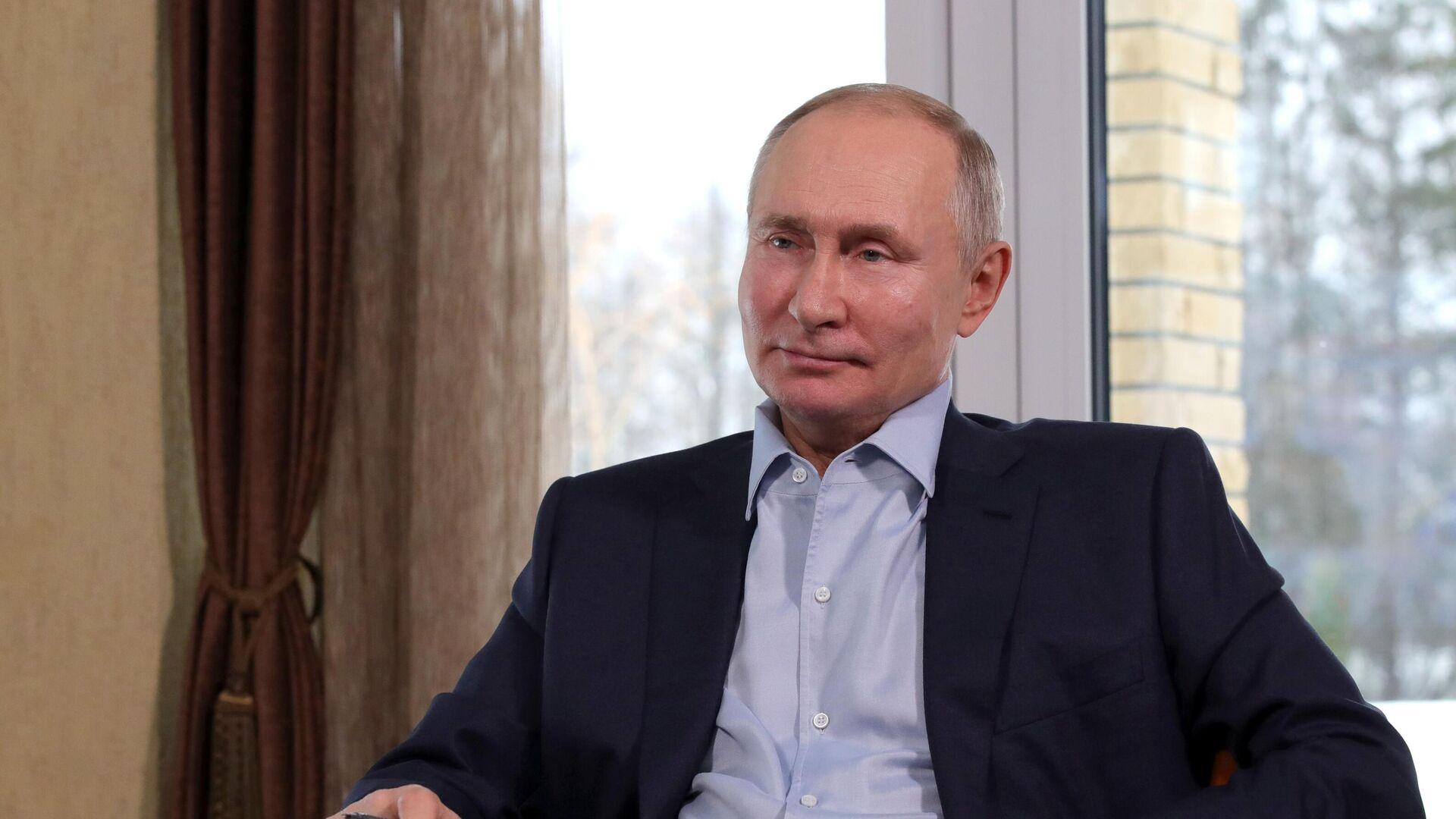 """""""Скучно, девочки"""". Путин назвал """"расследование"""" Навального монтажом"""