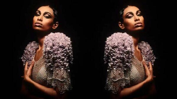 Показ коллекции Ulyana Sergeenko на Неделе моды в Париже. Кадр видео