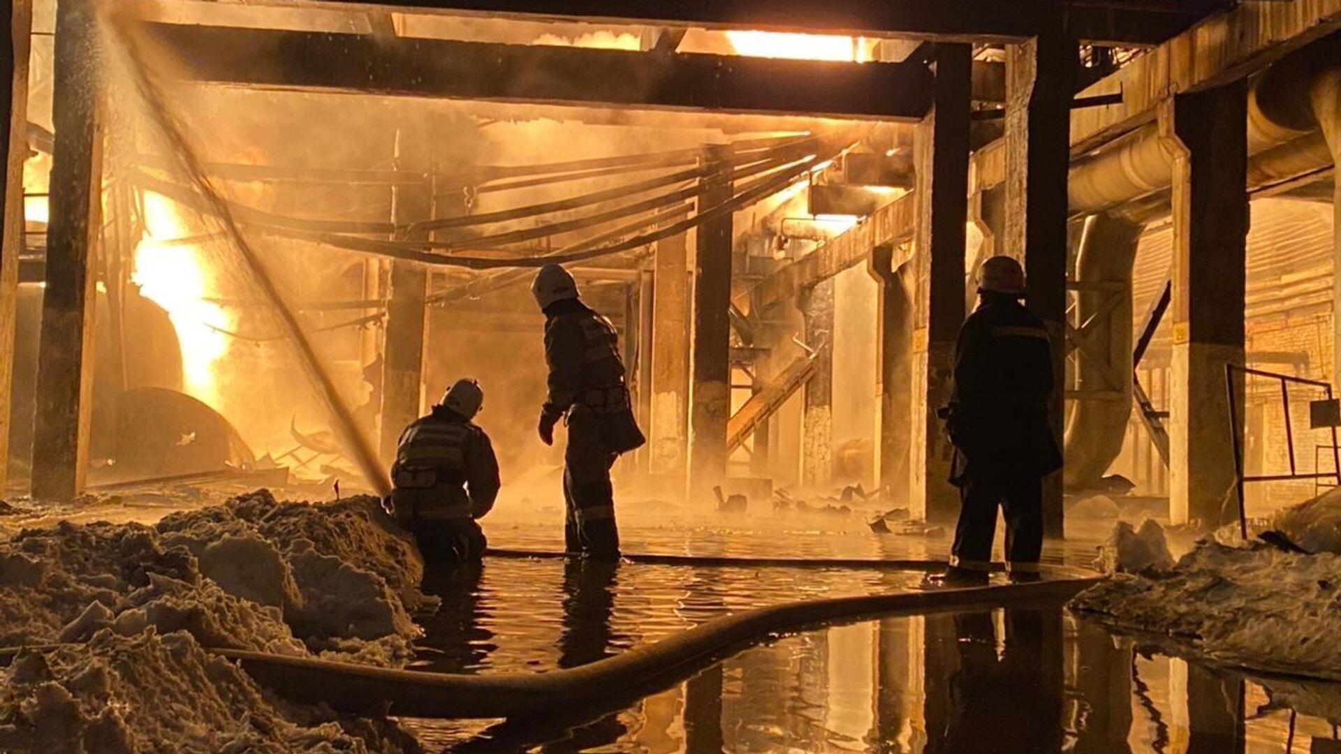 Пожар на территории завода Уфаоргсинтез - РИА Новости, 1920, 25.01.2021
