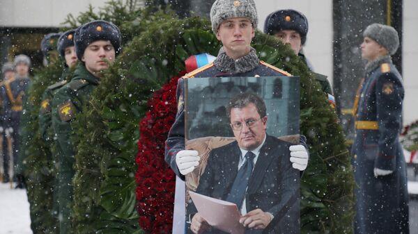Церемония прощания с бывшим вице-премьером РФ Сергеем Приходько