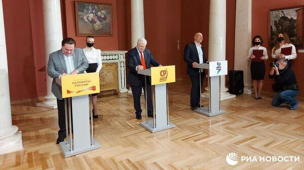 Лидеры партий Справедливая Россия, За правду и Патриоты России подписали межпартийный манифест об объединении