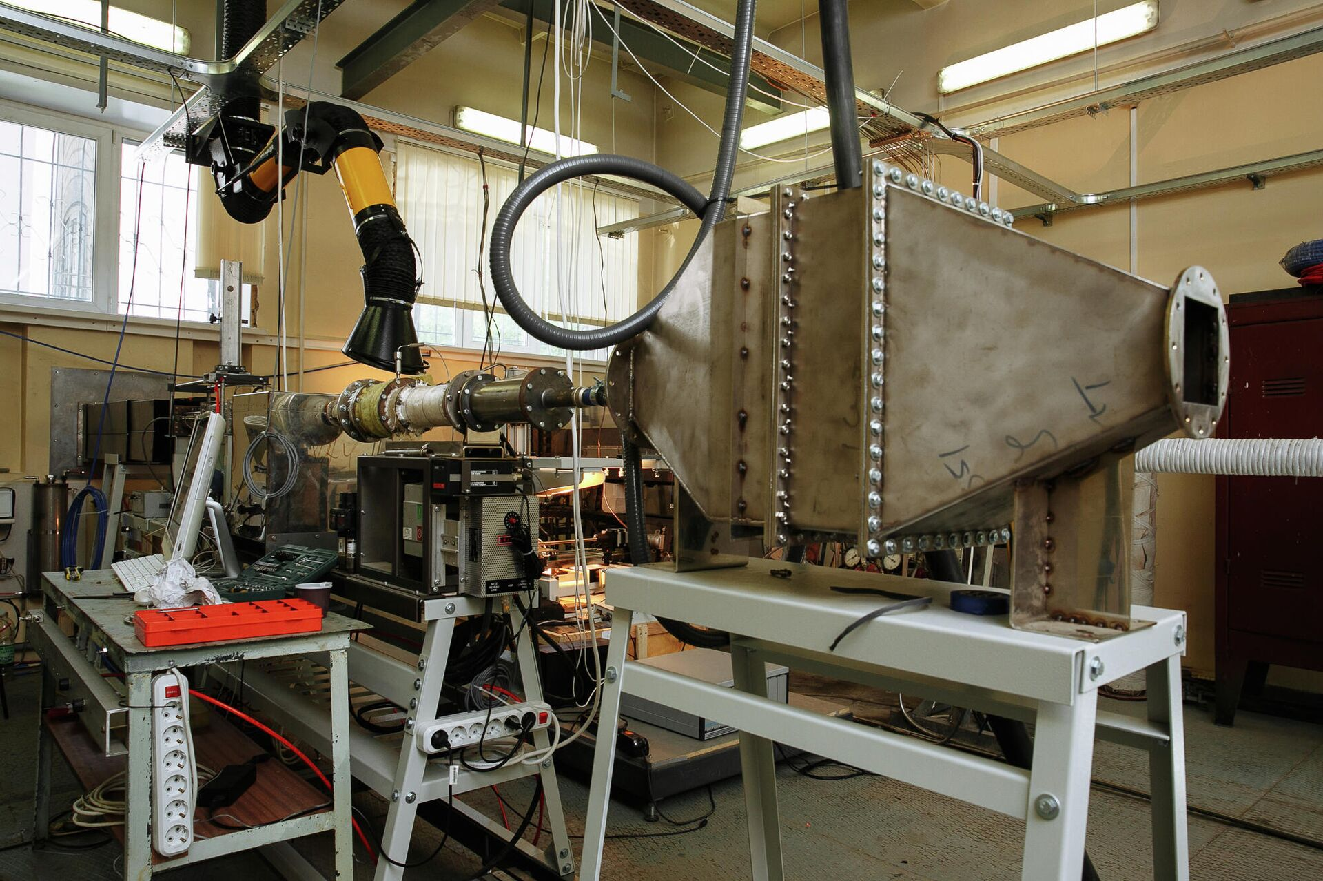 Эксперименты по исследованию различных характеристик камер сгорания газотурбинных двигателей - РИА Новости, 1920, 29.01.2021