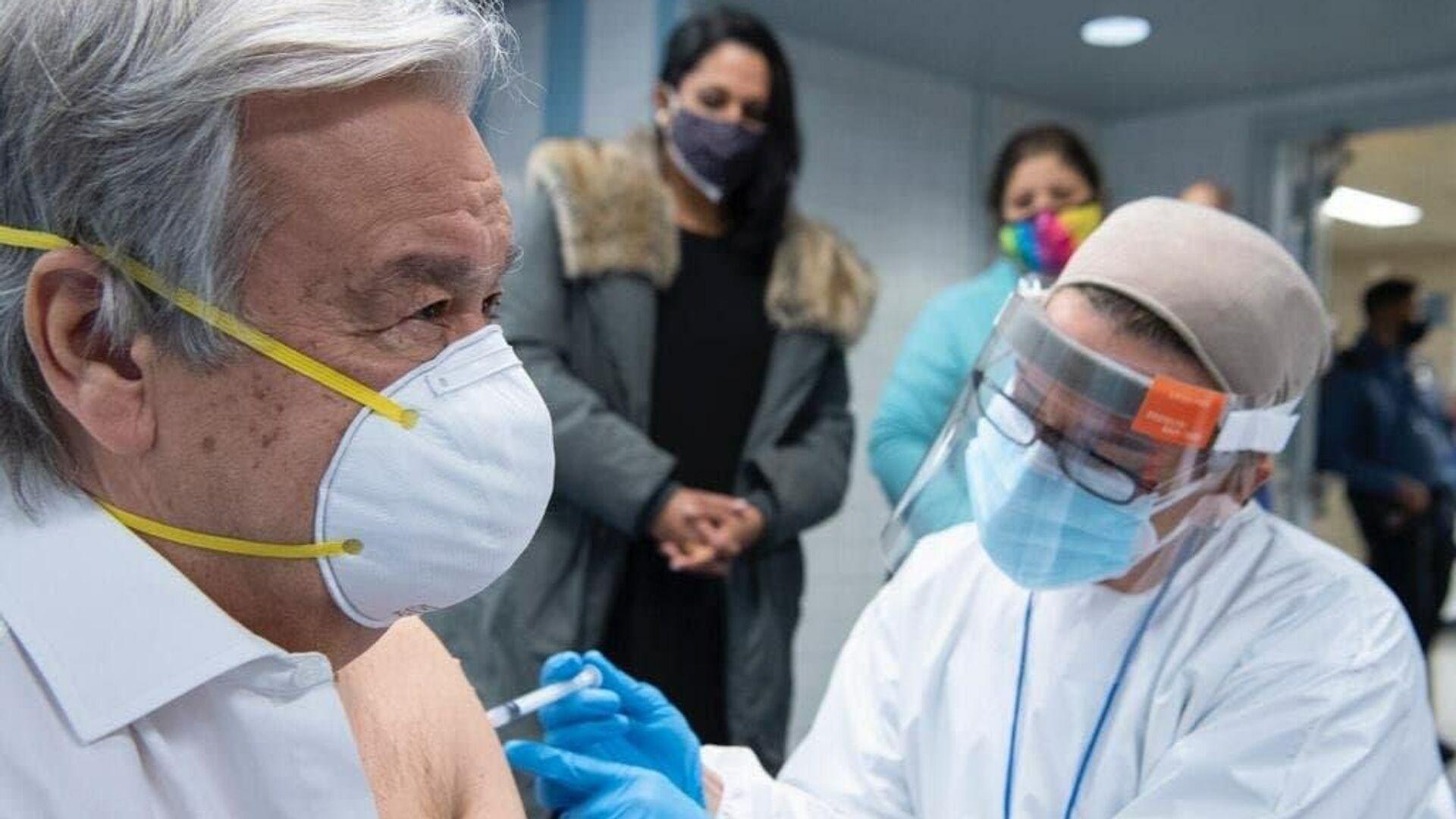 Генеральный секретарь ООН Антониу Гутерреш привился от коронавируса вакциной компании Moderna - РИА Новости, 1920, 06.05.2021