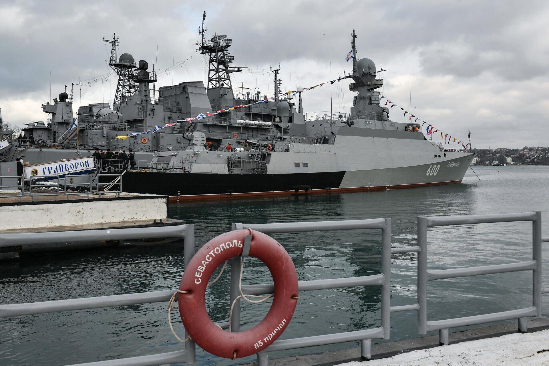 Малый ракетный корабль проекта 21631 (Буян-М) Грайворон во время торжественной церемонии принятия корабля в состав Черноморского флота в Севастополе - РИА Новости, 1920, 23.06.2021