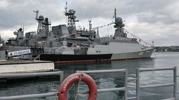 Малый ракетный корабль проекта 21631 (Буян-М) Грайворон во время торжественной церемонии принятия корабля в состав Черноморского флота в Севастополе