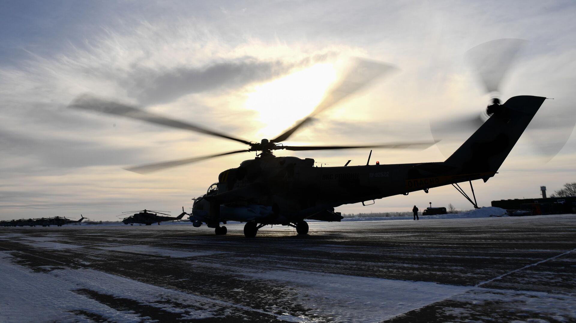 Тренировочные полеты на вертолетах летчиков ЦВО - РИА Новости, 1920, 30.04.2021