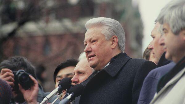 Хасбулатов рассказал об агентах ЦРУ в окружении Ельцина