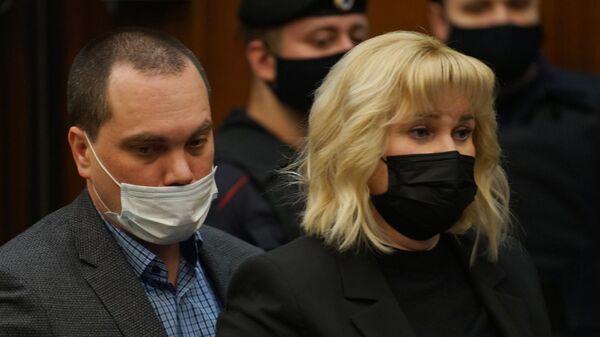 Адвокаты Вадим Кобзев и Ольга Михайлова на заседании Московского городского суда
