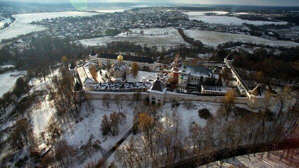 Вид на Саввино-Сторожевский монастырь близ города Звенигород Московской области