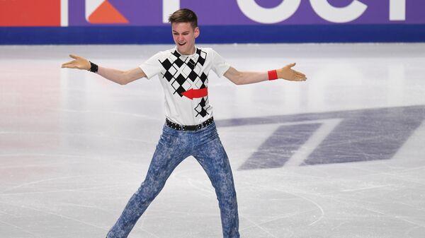 Артем Ковалев выступает с произвольной программой в мужском одиночном катании на чемпионате России по фигурному катанию в Челябинске.