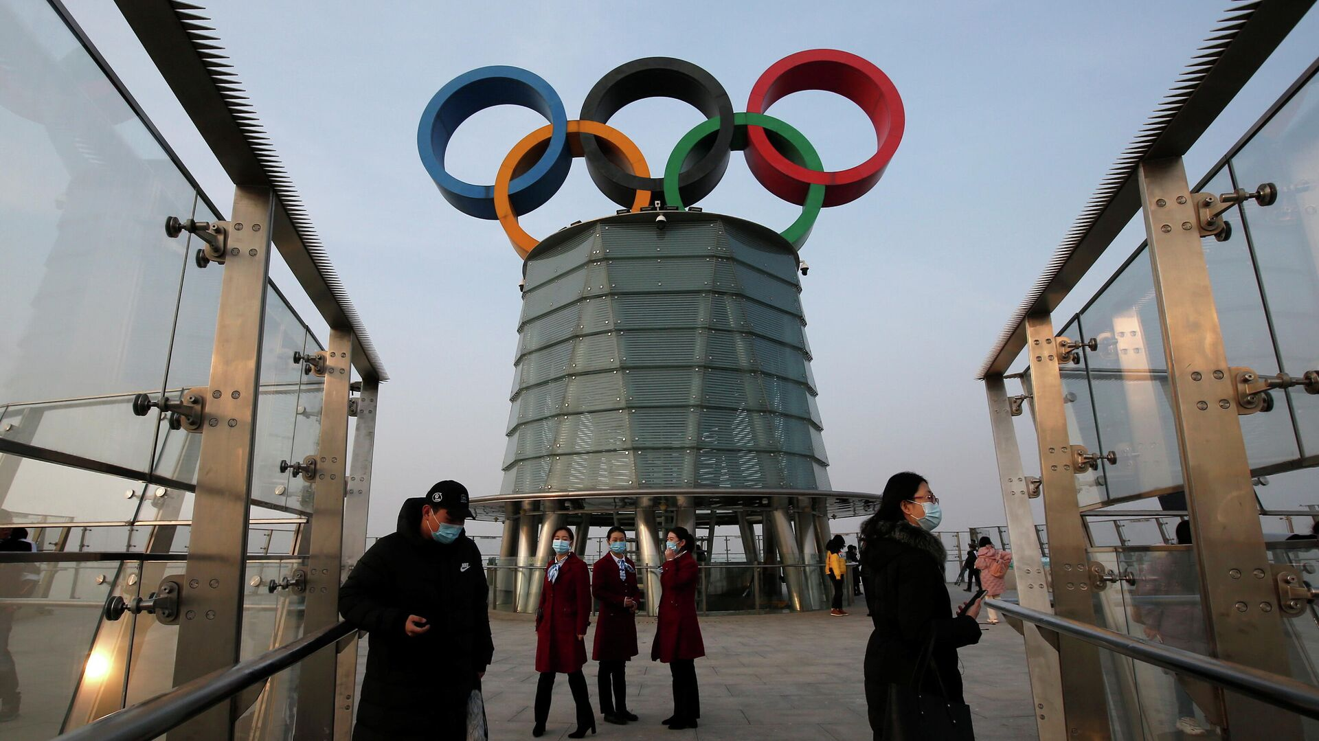 Люди на Олимпийской башне в Пекине - РИА Новости, 1920, 08.02.2021