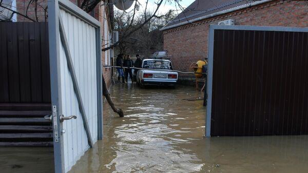 Затопленный двор жилого дома