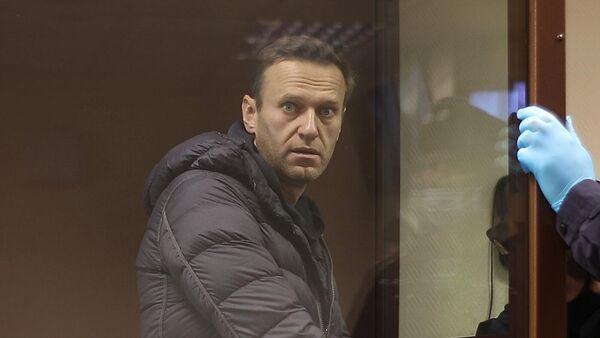 Алексей Навальный в зале Бабушкинского районного суда, где идет заседание по делу о клевете в отношении ветерана Великой Отечественной войны Игната Артеменко