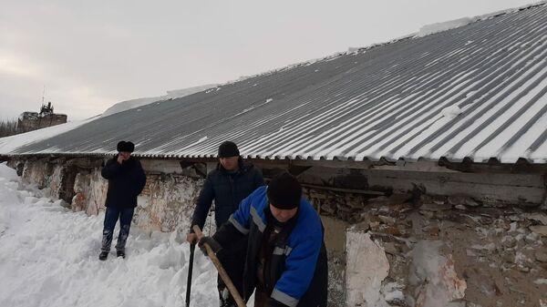 На месте схода снега на станции Смазнево Заринского района Алтайского края