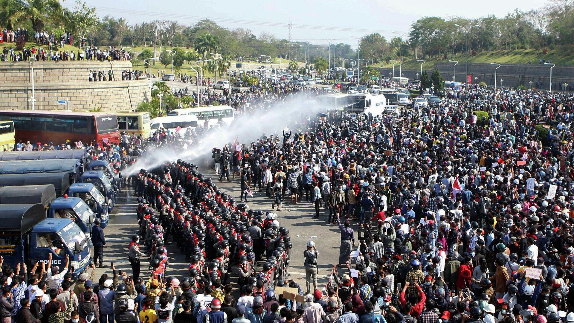 Протест в столице Мьянмы Нейпьидо - РИА Новости, 1920, 01.03.2021