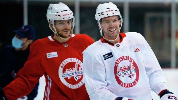 Хоккеист Вашингтон Кэпиталз Евгений Кузнецов (справа)