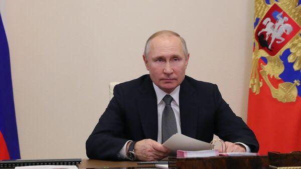 Президент РФ Владимир Путин принимает участие в режиме видеоконференции в совещании судей судов общей юрисдикции и арбитражных судов