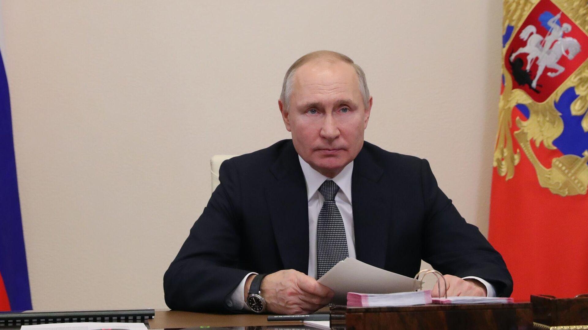Президент РФ Владимир Путин принимает участие в режиме видеоконференции в совещании судей судов общей юрисдикции и арбитражных судов  - РИА Новости, 1920, 16.02.2021