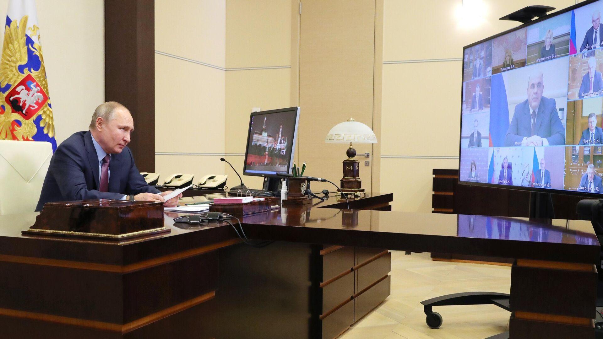 Путин призвал защитить россиян при вложениях на рынке ценных бумаг