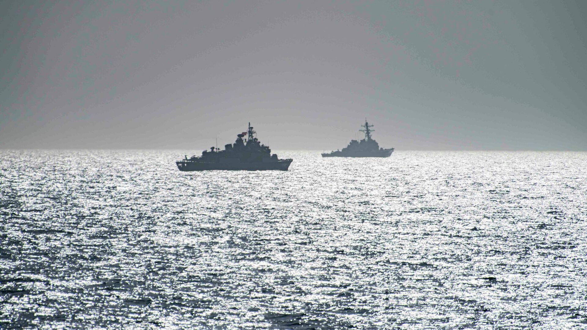 Эсминец ВМС США Портер и фрегат TCG Orucreis турецких ВМС в Черном море - РИА Новости, 1920, 27.04.2021