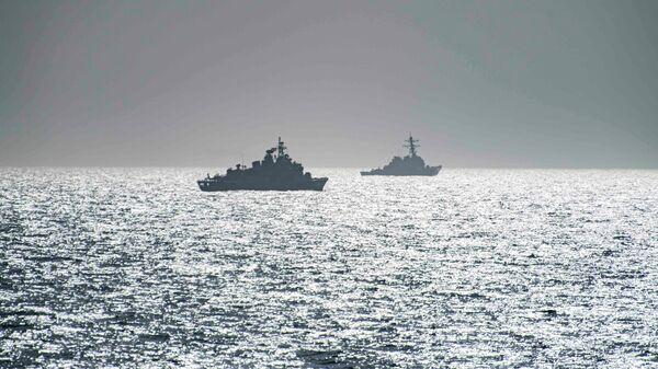 Эсминец ВМС США Портер и фрегат TCG Orucreis турецких ВМС в Черном море