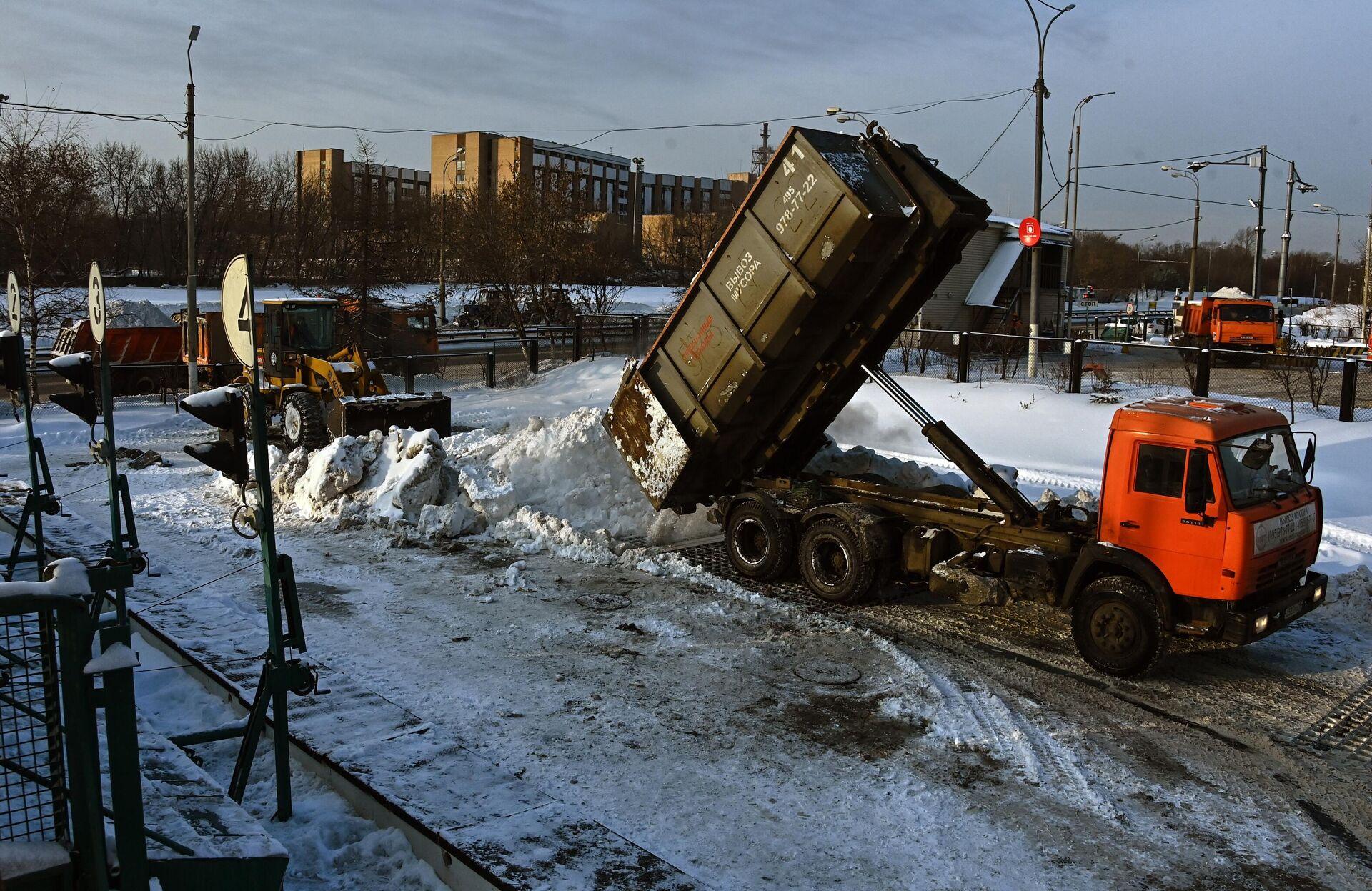 Работа снегоплавильных пунктов в Москве - РИА Новости, 1920, 09.09.2021