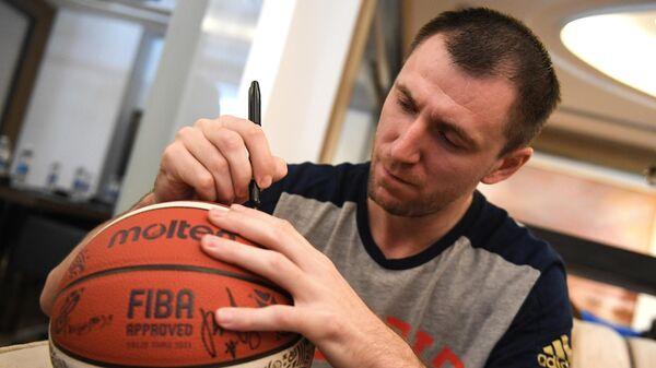 Встреча игроков сборной России по баскетболу с болельщиками