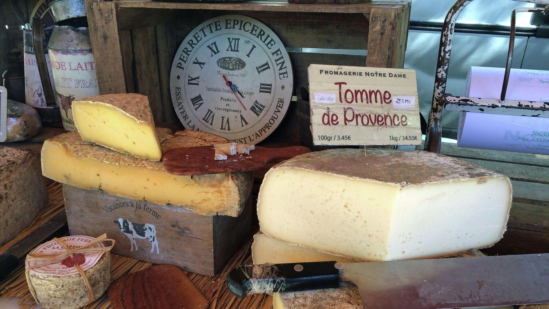 Сыр на прилавке магазина во Франции - РИА Новости, 1920, 14.09.2021