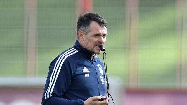 Bayern Munich's French interim coach Willy Sagnol follows the training session at the club area in Munich, southern Germany, on October 6, 2017. (Photo by Christof STACHE / AFP)