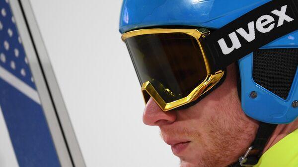 Олимпийский спортсмен из России Денис Корнилов в квалификации индивидуальных соревнований по прыжкам со среднего трамплина (К-95) среди мужчин на XXIII зимних Олимпийских играх в Пхенчхане.