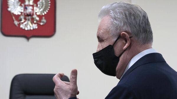Экс-губернатор Хабаровского края Виктор Ишаев перед оглашением приговора в зале Замоскворецкого суда Москвы