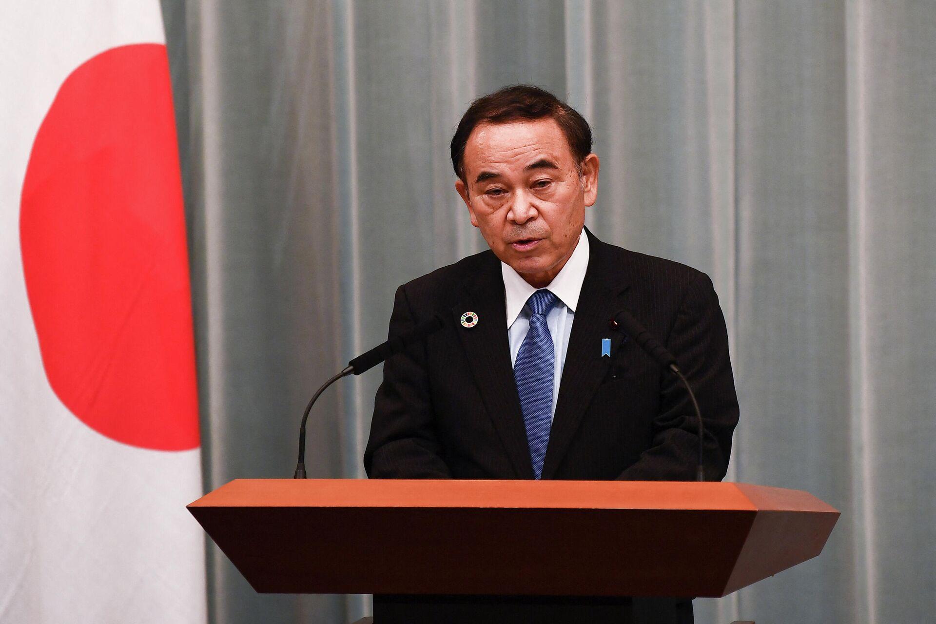 Министр по вопросам регионального развития Тэцуси Сакамото во время пресс-конференции в Токио - РИА Новости, 1920, 19.02.2021