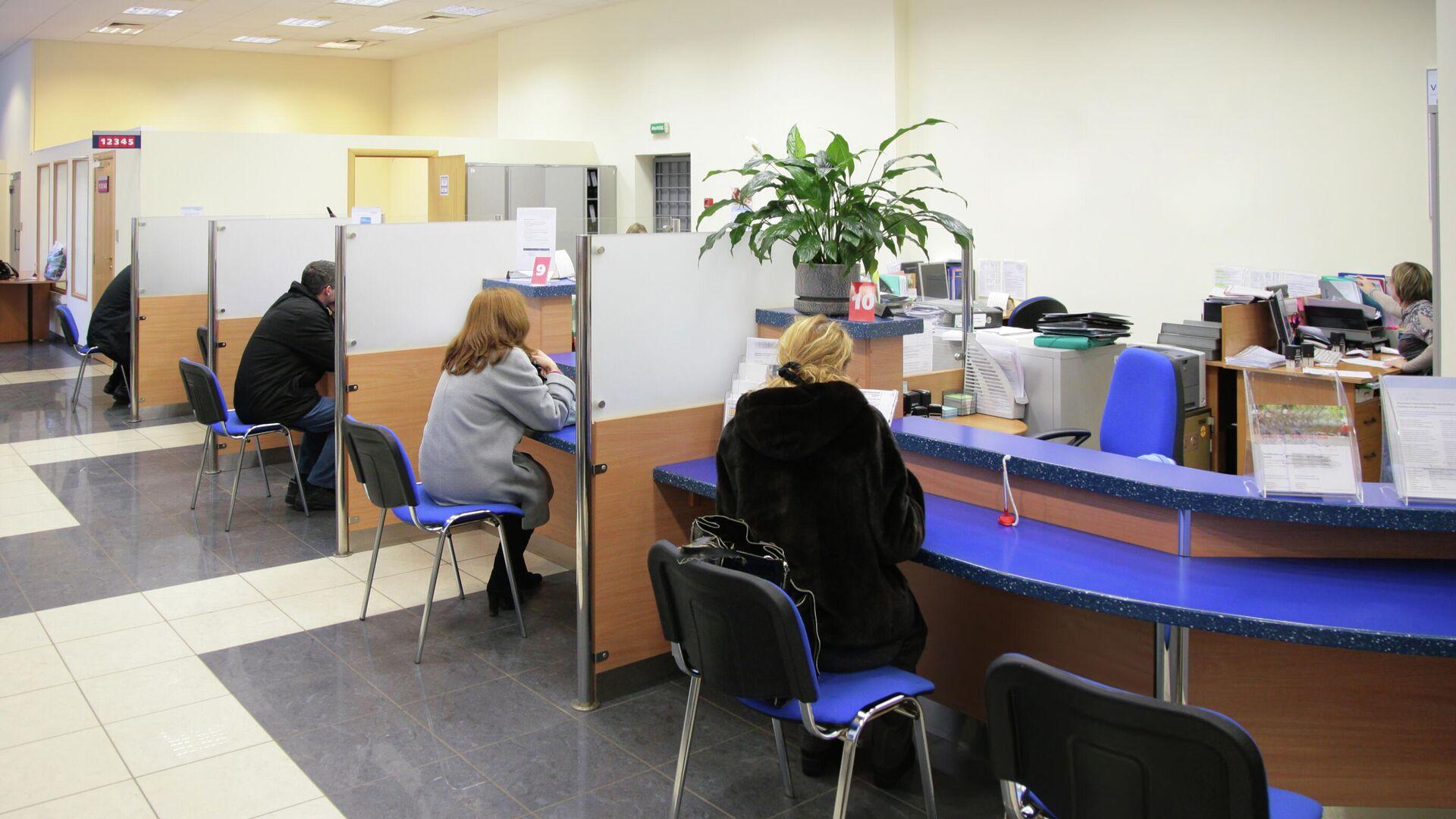 Посетители в отделении банка - РИА Новости, 1920, 28.03.2021