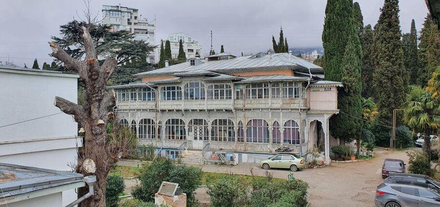 Здание  принадлежало знаменитому дворянскому роду баронов Меллер-Закомельских